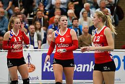 20170430 NED: Eredivisie, VC Sneek - Sliedrecht Sport: Sneek<br />Roos van Wijnen (11) of VC Sneek, Nienke Tromp (9) of VC Sneek, Monique Volkers (12) of VC Sneek <br />©2017-FotoHoogendoorn.nl / Pim Waslander