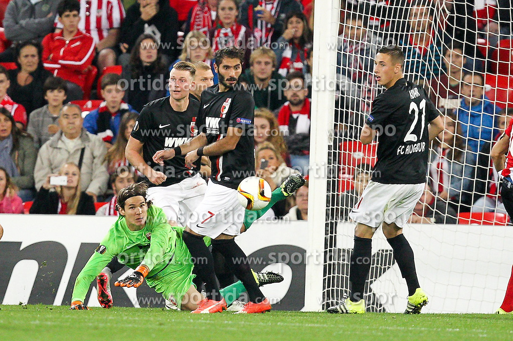 17.09.2015, Estadio San Mames, Bilbao, ESP, UEFA EL, Athletic Club vs FC Augsburg, Gruppe L, im Bild l-r: Ragnar Klavan #5 (FC Augsburg), Jan-Ingwer Callsen-Bracker #18 (FC Augsburg), Halil Altintop #7 (FC Augsburg) Torwartaktion von Marwin Hitz #35 (FC Augsburg), Dominik Kohr #21 (FC Augsburg) und Xabier Etxeita #16 (Athletic Bilbao) // during UEFA Europa League group L match between Athletic Club Bilbao and FC Augsburg at the Estadio San Mames in Bilbao, Spain on 2015/09/17. EXPA Pictures © 2015, PhotoCredit: EXPA/ Eibner-Pressefoto/ Kolbert<br /> <br /> *****ATTENTION - OUT of GER*****