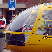Ongeval met beknelling Huizermaatweg Huizen, traumaheli, piloot op invalidenparkeerplaats