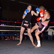 Freefightgala 2004 Hilversum, Tatjana Bosman (zwart\roze broek) -  Fiona Lampen