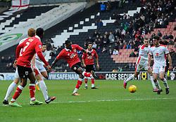 Bristol City's Jay Emmanuel-Thomas Shoots  - Photo mandatory by-line: Joe Meredith/JMP - Mobile: 07966 386802 - 07/02/2015 - SPORT - Football - Milton Keynes - Stadium MK - MK Dons v Bristol City - Sky Bet League One
