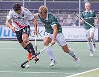 AMSTELVEEN - Valentin Verga (Amsterdam) met Thijs van Dam (Rotterdam) tijdens de competitie hoofdklasse hockeywedstrijd heren, Amsterdam -Rotterdam (2-0) .  COPYRIGHT KOEN SUYK