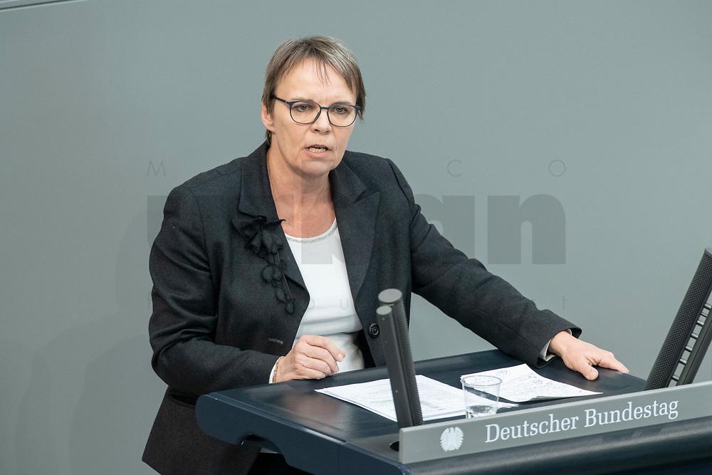 """25 MAR 2020, BERLIN/GERMANY:<br /> Anja Hajduk, MdB, B90/Gruene, haelt eine Rede, Bundestagsdebatte zu """"COVID 19 - Kreditobergrenzen, Nachtragshaushalt, Wirtschaftsfonds"""", Plenum, Reichstagsgebaeude, Deutscher Bundestag<br /> IMAGE: 20200325-01-043<br /> KEYWORDS: Pandemie, Corona, Sitzung, Debatte"""
