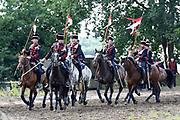 Te Paard - Historisch paardenspektakel bij het Nationaal Militair Museum  - NMM. Tijdens 'Te Paard!' ontdekken bezoekers de rol van het paard binnen de krijgsmachten van vroeger en nu. Naast een show in de arena zijn er verschillende demonstraties.<br /> <br /> Op de foto:  Show in de arena met Huzaren
