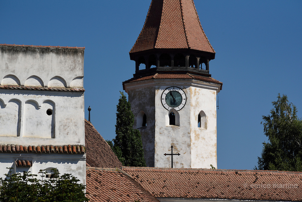 Prejimer fortified church dates back to the 13th century. What's special about it is that it is made up of  no less than 272 rooms, the equivalent of the number of families living in Prejmer at that time.