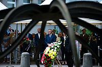 Bialystok, 27.06.2021. Uroczystosc w 80. rocznice spalenia Wielkiej Synagogi . W czerwcu 1941 niemieccy zolnierze spedzili i spalili zywcem okolo 2 tys. Zydow N/z Tadeusz Truskolaski ( C ) prezydent Bialegostoku przed pomnikiem upamietniajacym ofiary tej zbrodni fot Michal Kosc / AGENCJA WSCHOD