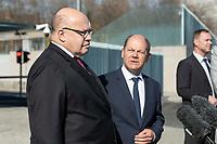 01 APR 2020, BERLIN/GERMANY:<br /> Peter Altmaier (L), CDU, Bundeswirtschaftsminister, und Olaf Scholz (R), SPD, Bundesfinanzminister, waehrend einem Pressestament nach der Kabinettsitzung, vor dem Bundeskanzleramt<br /> IMAGE: 20200401-01-032