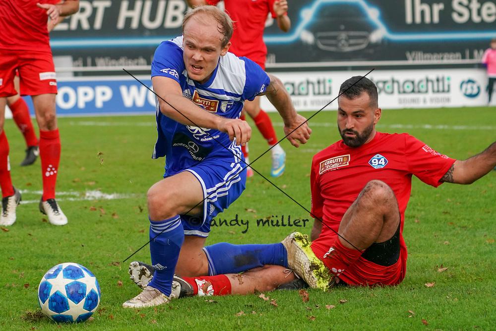 19.10.2019; Wohlen; Fussball 1.Liga - FC Wohlen - Zug 94;<br /> Ronny Minkwitz (Wohlen) Pasquale Martino (Zug)  <br /> (Andy Mueller/freshfocus)