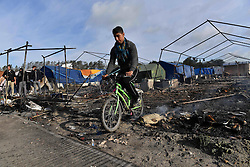 October 27, 2016 - Calais, Northern France, France -  Refugees at the Calais Jungle migrant camp the day after it caught fire and the French police closed it down. (Credit Image: © Andrew Parsons/i-Images via ZUMA Wire)