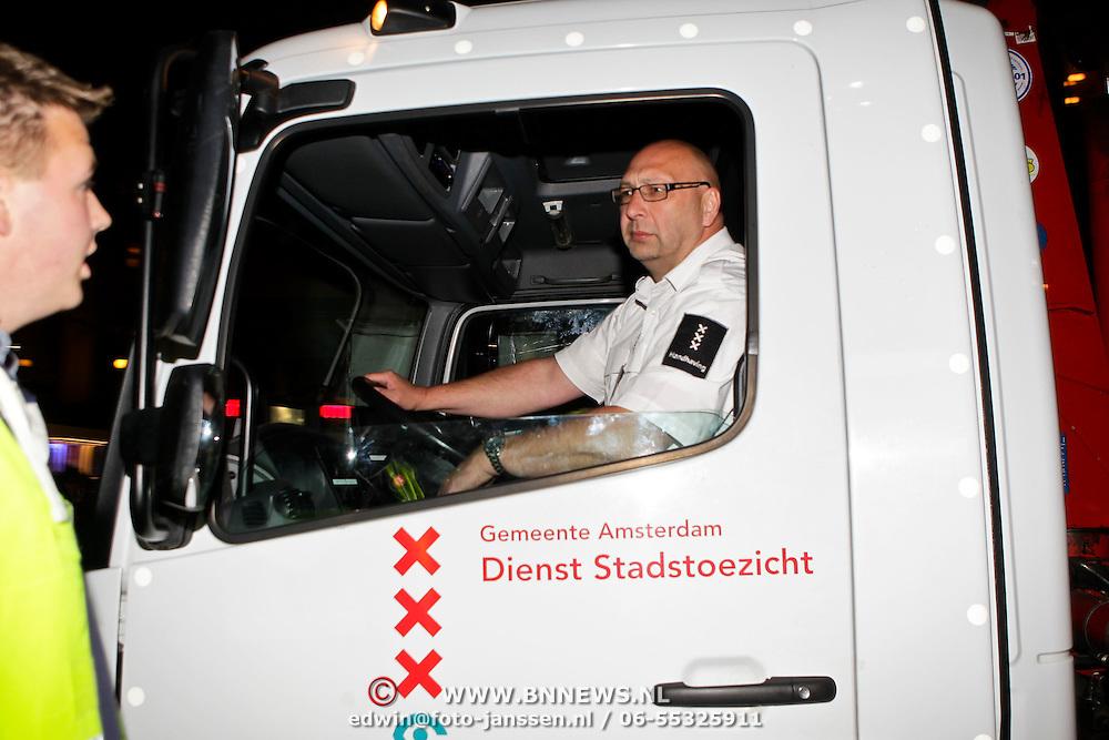 NLD/Amsterdam/20100501 - Gumball 3000 Amsterdam, sleepwagen van stadstoezicht