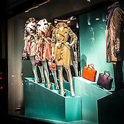 Vetrina di un negozio di moda in Regent Street<br /> <br /> Window of a fashion shop in Regent Street