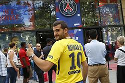 August 4, 2017 - Paris, France, France - Fans line up to buy Neymar Jr. jerseys at Boutique PSG Champs Elysees. (Credit Image: © Panoramic via ZUMA Press)