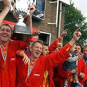 Finale Amstelcup amateurs 2004, VV Sneek - Ter Leede, Ter Leede kampioen, beker