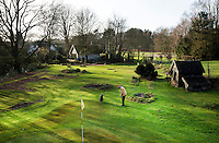BEEKBERGEN - Niek Buijssen heeft in de tuin , rondom het huis, Maria Hoeve, 9 holes. COPYRIGHT KOEN SUYK
