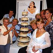 Perspresentatie Mamma Mia, cast, aansnijden taart
