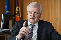 20 JUN 2018, BERLIN/GERMANY:<br /> Horst Seehofer, CSU, Bundesinnenminister, waehrend einem Interview, in seinem Buero, Bundesministerium des Inneren<br /> IMAGE: 20180620-02-005<br /> KEYWORDS: Büro