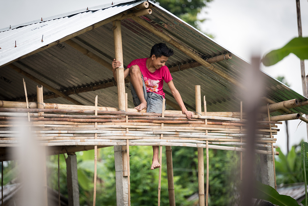14 September 2018, Damak, Nepal: A young man works on constructing a house in the Beldangi refugee camp in the Jhapa district of Nepal, which hosts more than 5,000 Bhutanese refugees. On 12-19 September 2018, the Lutheran World Federation General Secretary Rev. Dr Martin Junge visits Nepal. He will participate in the 75th anniversary celebrations of the Nepal Evangelical Lutheran Church, an LWF member church, and visit development projects run by the church. He will also visit the LWF country program, which is involved in humanitarian relief and development work in a range of areas, supporting refugees, offering relief work to those most affected by the 2015 earthquake, flood victims, among other projects.