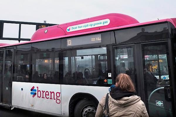 Stadsbus van regiovervoerder Breng rijdt sinds december 2012 op groen gas, biologisch gas wat uit gft afval wordt gewonnen bij o.a. de ARN in Weurt.Foto: Flip Franssen/Hollandse Hoogte