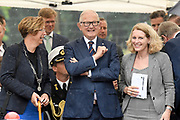 Prof. Mr. Pieter van Vollenhoven opent Grebbelinie bezoekerscentrum in Renswoude.<br /> <br /> Prof. Mr. Pieter van Vollenhoven opens Grebbelinie visitor center in Renswoude.<br /> <br /> Op de foto / On the photo: <br /> <br />  Prof. Mr. Pieter van Vollenhoven