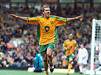 Fotball<br /> Premier League England<br /> 2004/2005<br /> Foto: Colorsport/Digitalsport<br /> NORWAY ONLY<br /> <br /> 02.10.2004<br /> <br /> Darren Huckerby (Norwich) celebrates his goal after scoring from the rebound of his penalty kick. <br /> <br /> Norwich City v Portsmouth