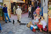 Maroc, Tanger, un marche paysant se tient le jeudi et le dimanche dans la medina // Morocco, Tangier (Tanger), Thursday and Sunday market on the old city