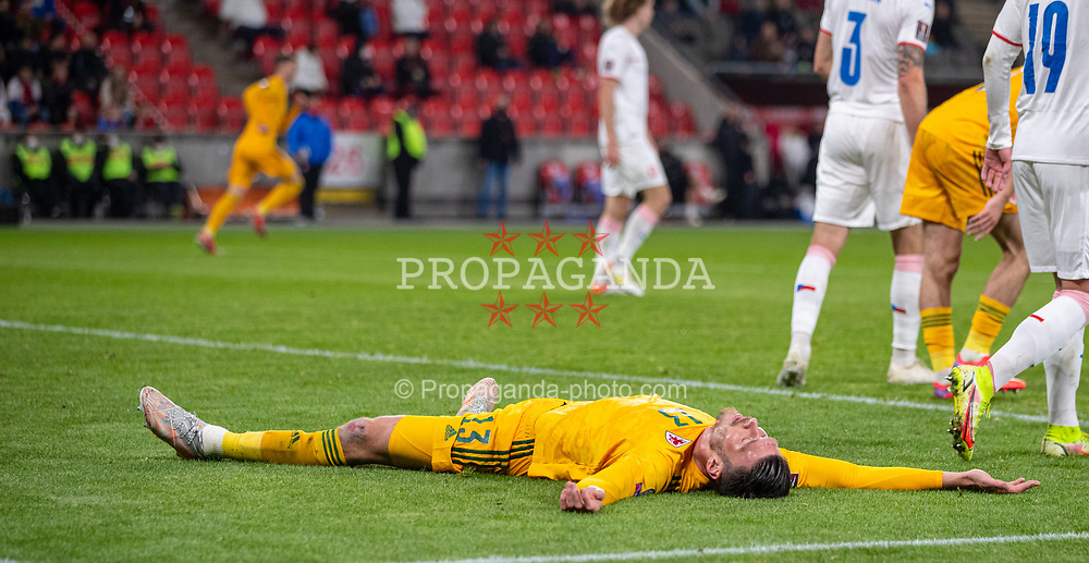PRAGUE, CZECH REPUBLIC - Friday, October 8, 2021: Wales' Kieffer Moore looks dejected after missing a chance during the FIFA World Cup Qatar 2022 Qualifying Group E match between Czech Republic and Wales at the Sinobo Stadium. The game ended in a 2-2 draw. (Pic by David Rawcliffe/Propaganda)