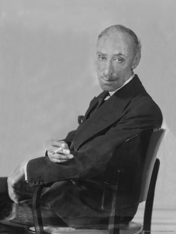 Frank Reynolds, art editor, England, 1922