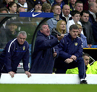 Photo: Greig Cowie<br />Barclaycard Premiership. Leeds United v West Ham United. 08/02/2002<br />Terry Venables gives his instructions