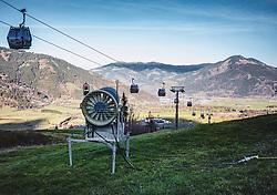 THEMENBILD - eine Schneekanone auf einer Skipiste, aufgenommen am 15. November 2018 in Kaprun, Österreich // a snow cannon on a ski slope, Kaprun, Austria on 2018/11/15. EXPA Pictures © 2018, PhotoCredit: EXPA/ Stefanie Oberhauser