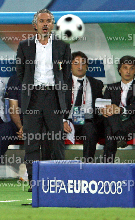 Head coach of Italy Roberto Donadoni during the UEFA EURO 2008 Quarter-Final soccer match between Spain and Italy at Ernst-Happel Stadium, on June 22,2008, in Wien, Austria. Spain won after penalty shots 4:2. (Photo by Vid Ponikvar / Sportal Images)