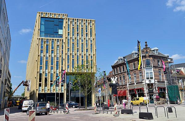 Nederland, Arnhem 7-6-2013 Het nieuwe kenniscluster in het centrum van Arnhem. Moba, de modebiennale 2013 is de eerste activiteit in dit nieuwe gebouw. De gebruikers zijn de Bibliotheek, het Historisch Museum, Kunstbedrijf Arnhem en Volksuniversiteit .Foto: Flip Franssen/Hollandse Hoogte