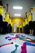 Belo Horizonte_MG, Brasil...Ioga na educacao. E um metodo elaborado por uma francesa para ser aplicado na sala de aula mesmo, junto com os conteudos programaticos, pelos professores de cada materia. Na foto a ONG Bom Aluno...The yoga in education. This is a method developed by a French woman to be applied in the classroom by teachers. In this photo, the ONG Bom Aluno...Foto: LEO DRUMOND / NITRO