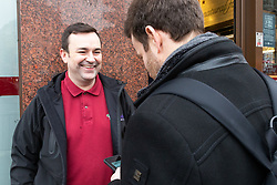 Scott, 38, talks with Bild journalist Philip Fabian about Brexit outside a sandwich shop on Whitehall in London. London, January 16 2019.