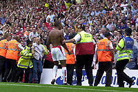 Photo: Richard Lane.<br />Arsenal v Everton. Barclaycard Premiership.<br />16/08/2003.<br />Thirey bHenry celebrates his goal infront of the Evrton fans.