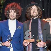 NLD/Amsterdam/20171114 - Esquire's Best Dressed Man 2017, tweeling Sander Brinks en Arnout Brinks van de band Tangerine