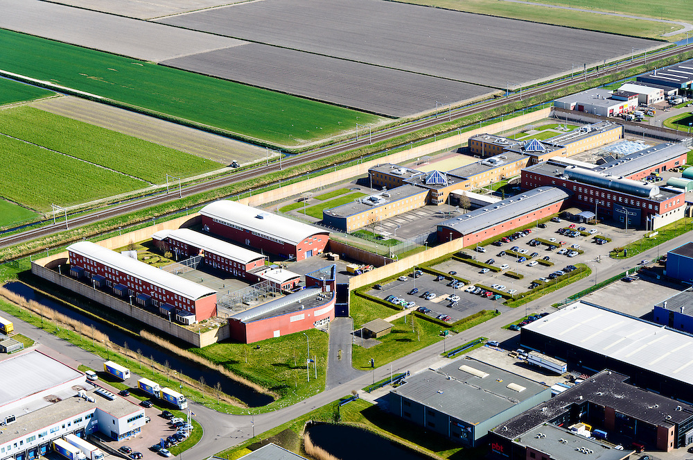 Nederland, Noord-Holland, Gemeente Heerhugowaard, 20-04-2015;  Gevangenis Heerhugowaard op Bedrijventrrein Zandhorst II. Pi Noord-Holland Noord: Locatie Zuyderbos en Amerswiel<br /> Prison and business park. <br /> luchtfoto (toeslag op standard tarieven);<br /> aerial photo (additional fee required);<br /> copyright foto/photo Siebe Swart