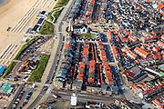 Nederland, Zuid-Holland, Katwijk, 15-07-2012; Boulevard Katwijk. De huizen aan de boulevard zijn gebouwd in de periode direct na de oorlog, de wederopbouw. Het gebied direct ten oosten van de Boulevard, vanaf de vuurtoren onder in beeld (Vuurbaken) tot aan de Oude Rijn is namelijk tijdens de Tweede Wereldoorlog gesloopt ivm aanleg van de Atlantikwall. De Andreaskerk (ook Oude Kerk of Witte Kerk), lag midden in deze sloopzone maar bleef gespaard..Post-war reconstruction houses next to the esplanade. During the Second World War, the strip immediately next to the boulevard was demolished in order build the Atlantic wall..luchtfoto (toeslag), aerial photo (additional fee required).foto/photo Siebe Swart