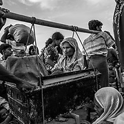 Rohingyas who fled Myanmar waiting to cross Bangladesh border at Anjuman Para. Since the end of august 2017, the beginning of the crisis, more than 620,000 Rohingyas have fled Myanmar to seek refuge in Bangladesh. Cox's Bazar - november the 2nd 2017.<br /> Des Rohingyas ayant fui la Birmanie attendent pour traverser la frontière du Bangladesh à Anjuman Para. Depuis le début de la crise, fin août 2017, plus de 620000 Rohingyas ont fuit la Birmanie pour trouver refuge au Bangladesh. Cox's Bazar le 02 novembre 2017.