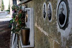 Foto delle lapidi del Cimitero di Alessano 28/03/2010