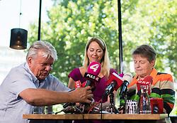 """06.07.2017, Karlsplatz, Wien, AUT, Präsentation der Bewegung """"Weil's um was geht"""", im Bild v.l.n.r. Unternehmer Hans Peter Haselsteiner, Unternehmerin Maria Baumgartner und ÖBB Aufsichtsratvorsitzende Brigitte Ederer // during presention of an citizens' movement due to the austrian general elections in Vienna, Austria on 2017/07/06, EXPA Pictures © 2017, PhotoCredit: EXPA/ Michael Gruber"""