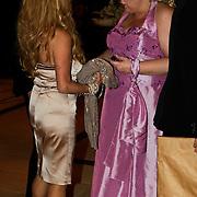 NLD/Noordwijk/20100502 - Gerard Joling 50ste verjaardag, Patricia Paay en partner Nicky van Dam in gesprek met Bianca Otten