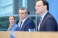 12 FEB 2021, BERLIN/GERMANY:<br /> Prof. Dr. Sandra Ciesek, Direktorin des Instituts für Medizinische Virologie am Universitätsklinikum Frankfurt, Prof. Dr. Lothar H. Wieler, Präsident Robert Koch-Institut (RKI), Jens Spahn, CDU, Bundesgesundheitsminister, (v.L.n.R.), Pressekonferenz zur Corona-Lage im Lockdown, Bundespressekonferenz<br /> IMAGE: 20210212-01-005<br /> KEYWORDS: Corvid-19