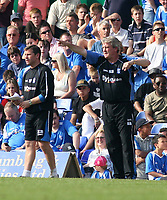 Photo: Mark Stephenson.<br /> Birmingham City v Southampton. Coca Cola Championship. 14/04/2007.Birmingham manager Steve Bruce gives his orders from the side line