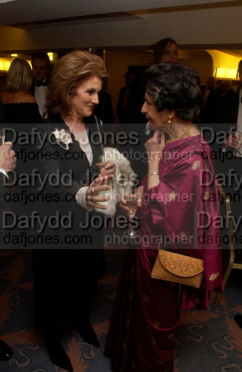 Nuala Rowland and Mrs. Charles Wheeler. Annual  Award dinner given by the Media Society in honour of Sir David Frost. Savoy. 9 March 2005. ONE TIME USE ONLY - DO NOT ARCHIVE  © Copyright Photograph by Dafydd Jones 66 Stockwell Park Rd. London SW9 0DA Tel 020 7733 0108 www.dafjones.com
