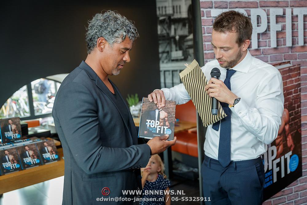 NLD/Amsterdam/20180511 - Boekpresentatie Henri Schut genaamd Topfit, overhandigd zijn boek aan Frank Rijkaard