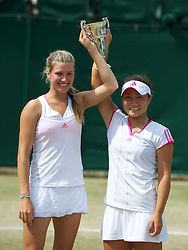 03.07.2011, Wimbledon, London, GBR, WTA Tour, Wimbledon Tennis Championships, Finale, im Bild Eugenie Bouchard (CAN) and Grace Min (USA) celebrate with the trophy after winning the Girls' Doubles Final match on day thirteen of the Wimbledon Lawn Tennis Championships at the All England Lawn Tennis and Croquet Club. EXPA Pictures © 2011, PhotoCredit: EXPA/ Propaganda/ David Rawcliffe +++++ ATTENTION - OUT OF ENGLAND/UK +++++