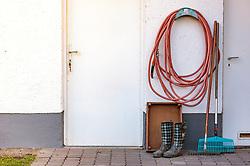THEMENBILD - Gummistiefel, ein Gartenschlauch und verschiedene Rechen vor einer Rasenfläche am Terrassenboden, aufgenommen am 10. April 2018 in Kaprun, Österreich // Rubber boots, a garden hose and various rake in front of a grassy area on the terrace, Kaprun, Austria on 2018/04/10. EXPA Pictures © 2018, PhotoCredit: EXPA/ JFK