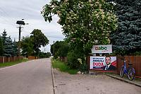 Bombla, woj. podlaskie, 11.07.2020. N/z plakat wyborczy Andrzeja Dudy na drewnianym plocie fot Michal Kosc / AGENCJA WSCHOD