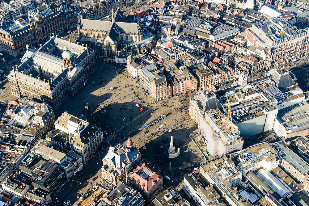 Nederland, Noord-Holland, Amsterdam, 28-10-2016; winters stadsgezicht, Dam en omgeving. Nationaal monument, Paleis op de Dam, Nieuwe Kerk Bijenkorf.<br /> Winter cityscape Dam square with Royal Palace.<br />  <br /> Winter scene, Amsterdam city centre, Red light district.<br /> luchtfoto (toeslag op standard tarieven);<br /> aerial photo (additional fee required);<br /> copyright foto/photo Siebe Swart