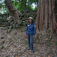 I hired this friendly woman as my guide in Beng Mealea. Despite the fact that my guide lost a leg after stepping on a landmine, when she was five years old, she was climbing  the ruine's stones faster than me.
